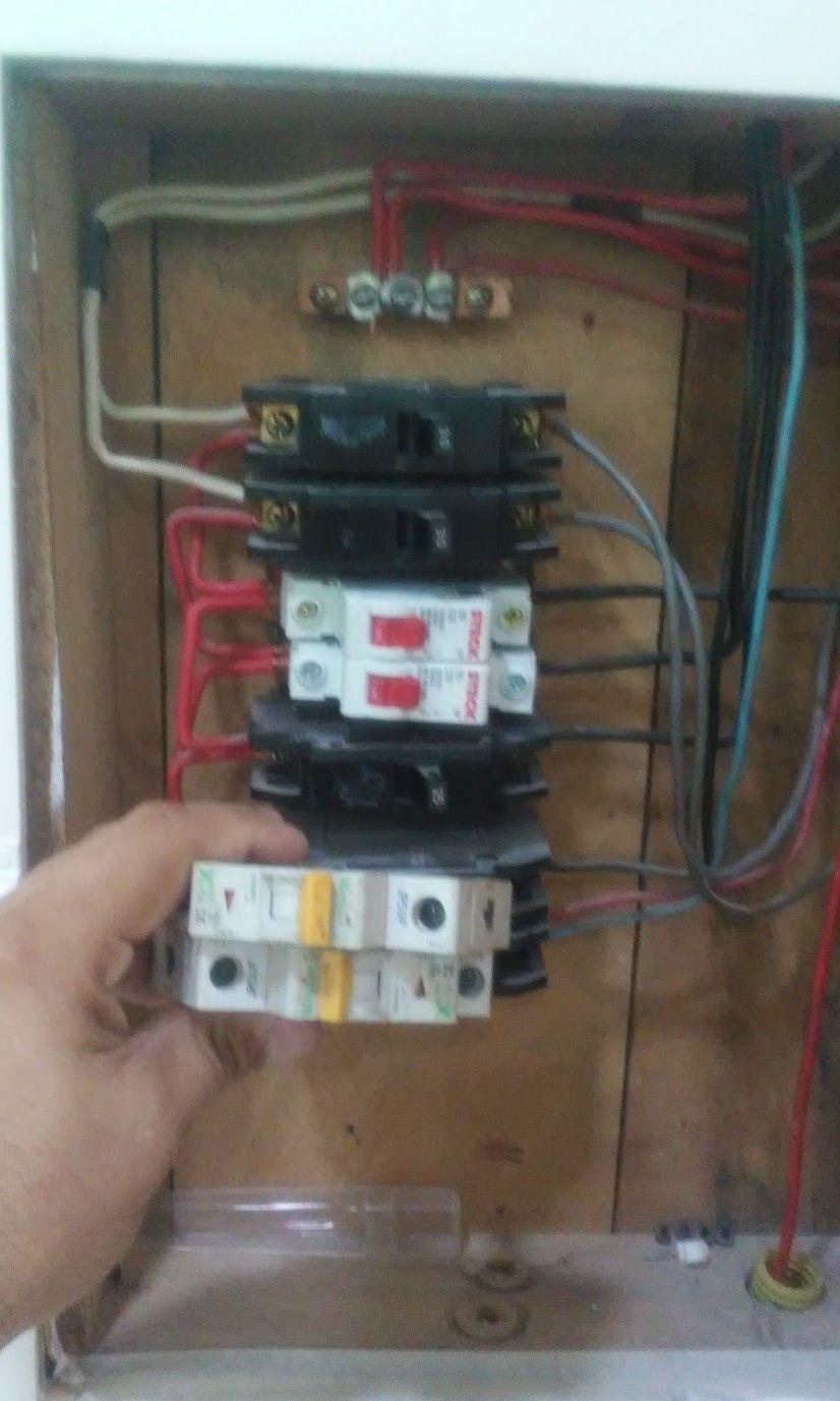 Troca de disjuntores e reorganização de cabos