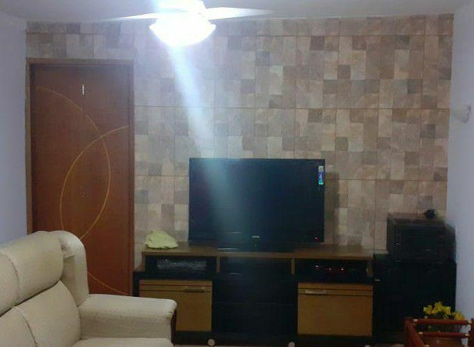 revestimento de parede com piso e pintura