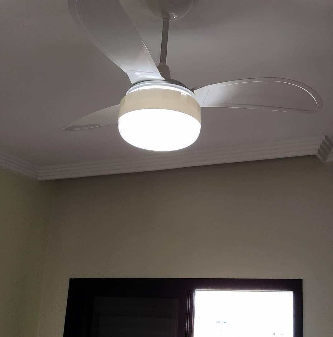 instalação de ventilador de teto, e cliente feliz