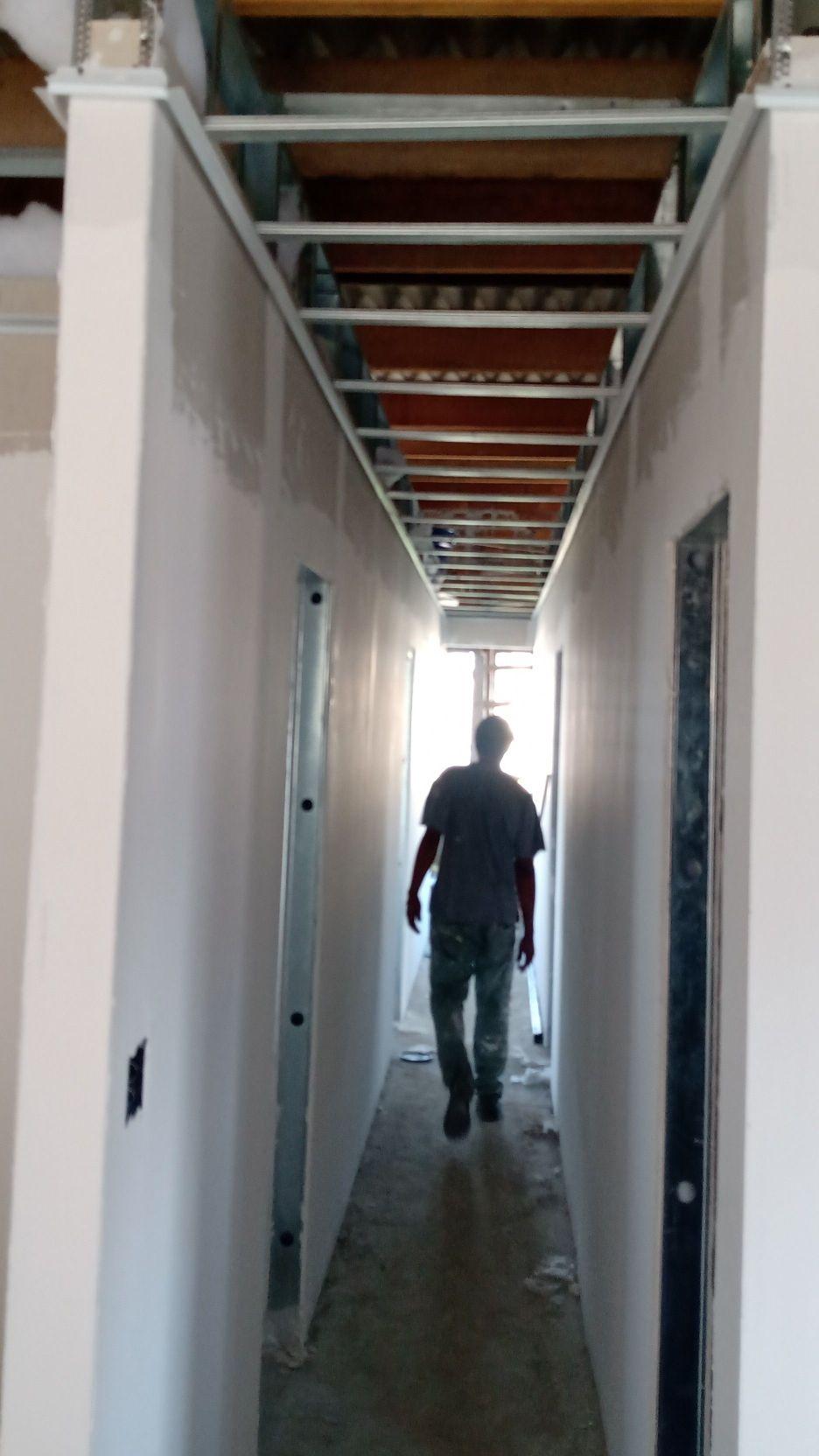 construção de uma casa , instalação do forro
