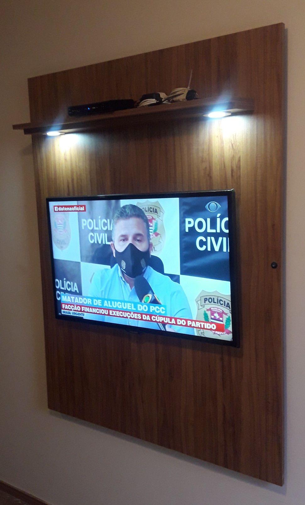 Painel de TV Rústico com iluminação