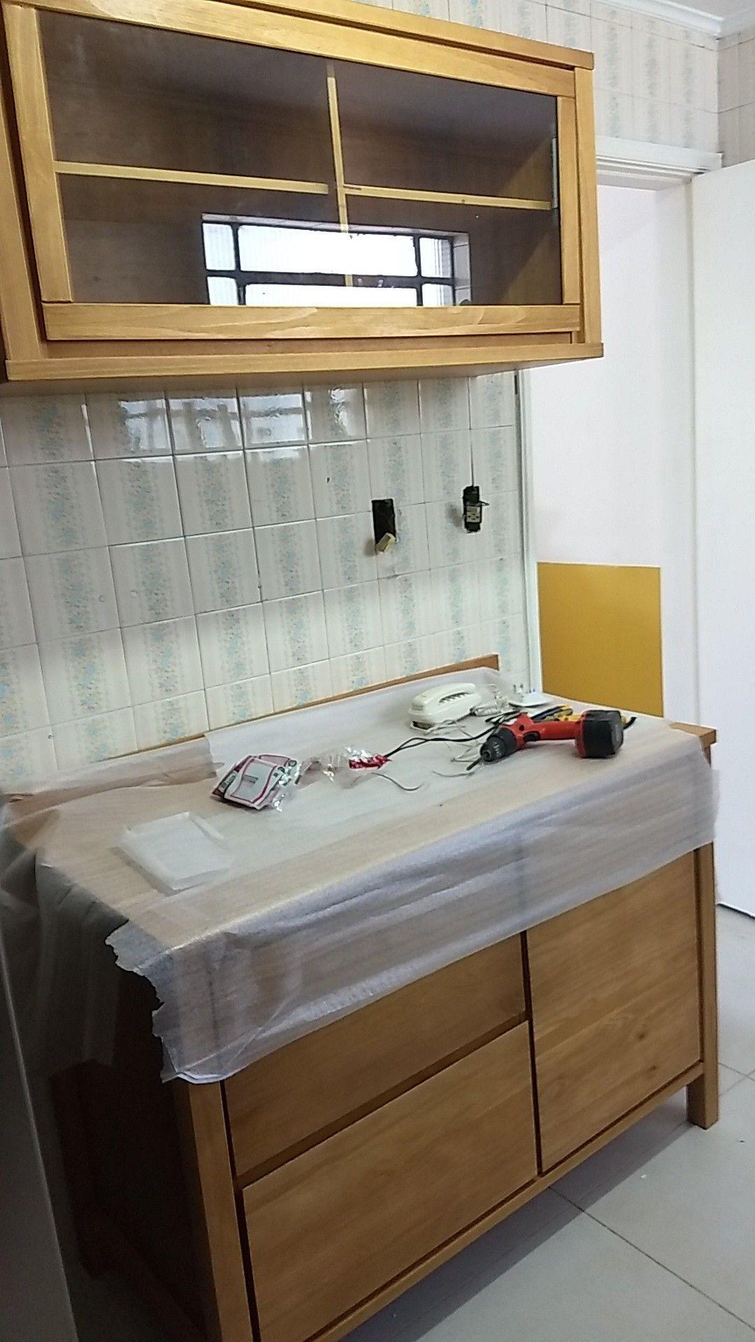 Finalizando armário Tok Stok madeira