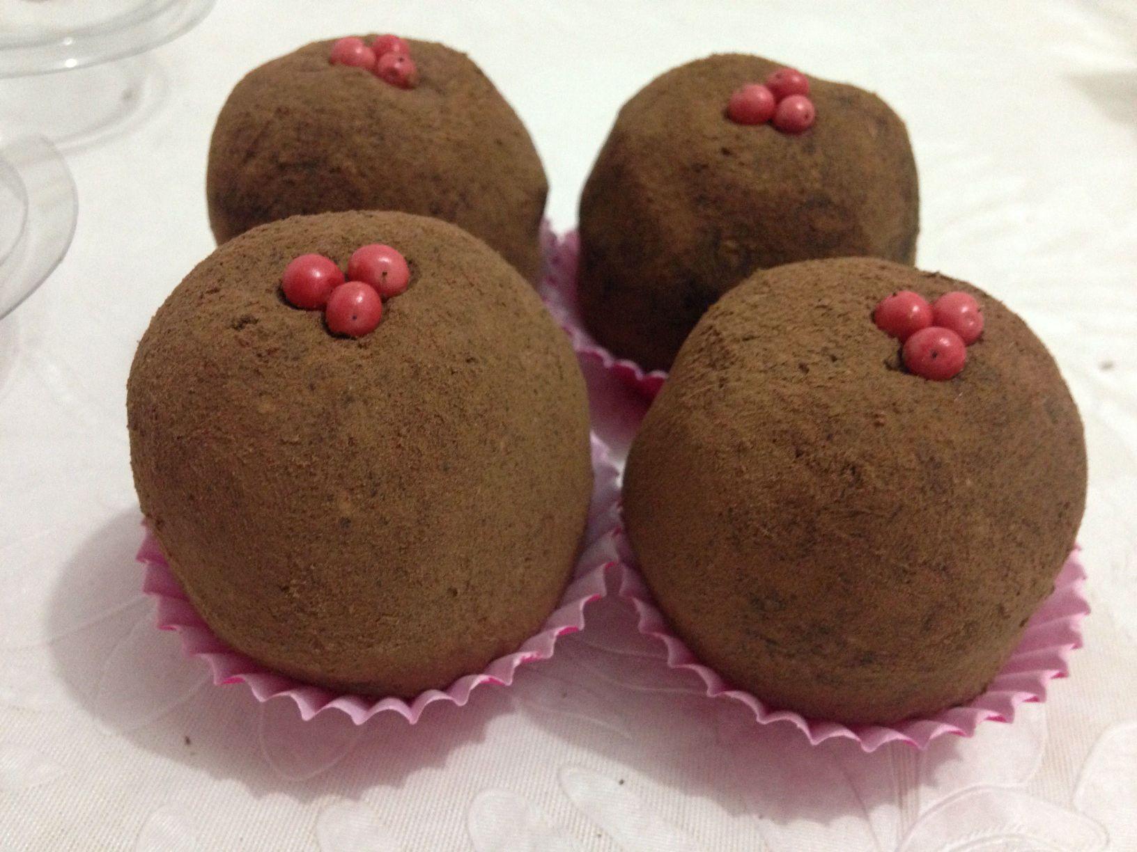 Brigadeiro Gourmet de Cravo e Pimenta Rosa
