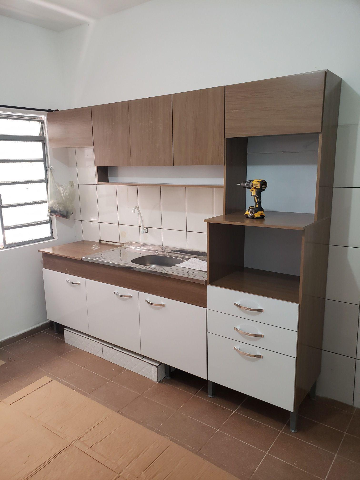 montagem de uma cozinha.