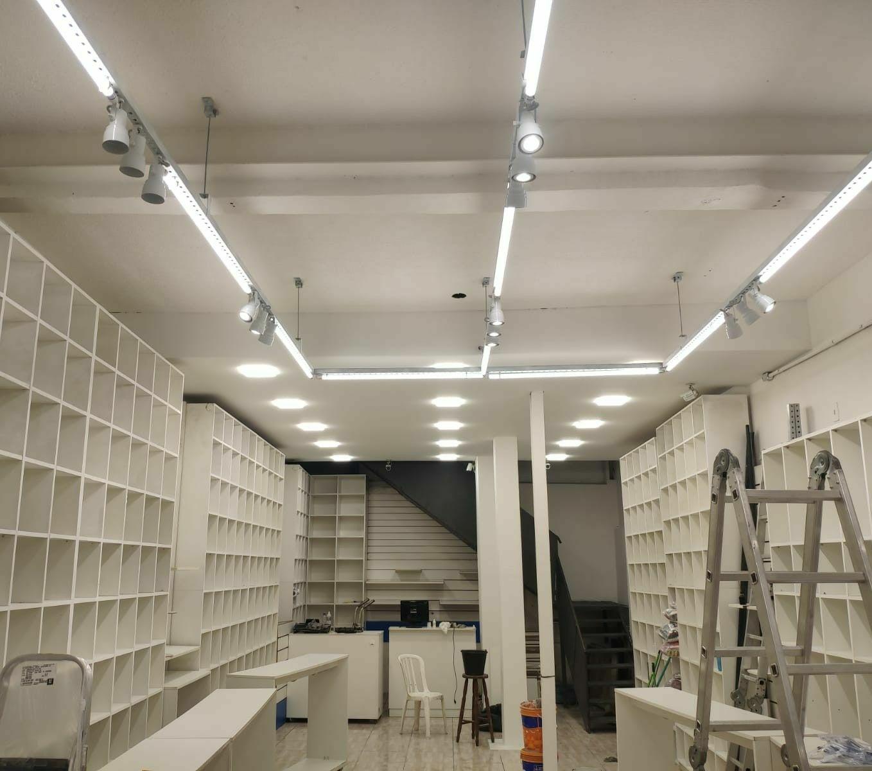 Iluminação em loja no Brás.