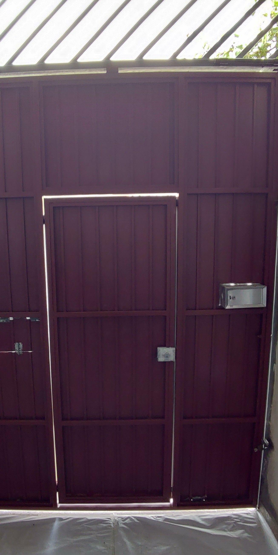 portão com fundo parte interna