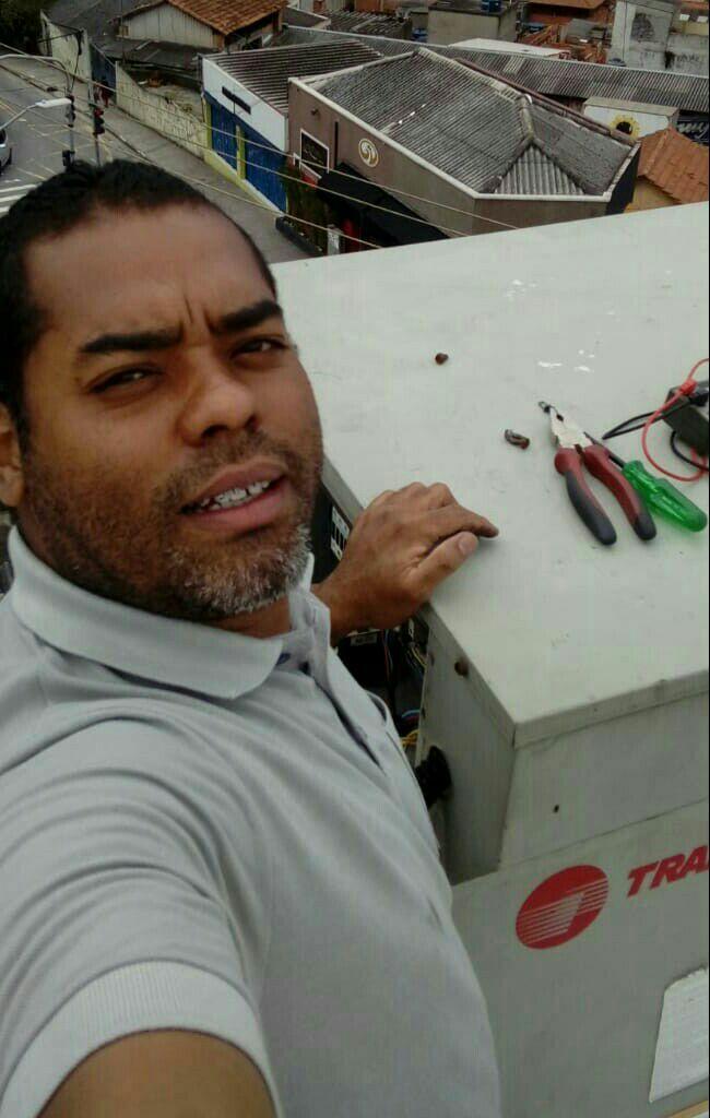Manutenção em sistema de ar condicionado Splitão .