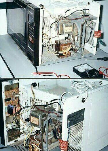 Manutenção em forno micro ondas.