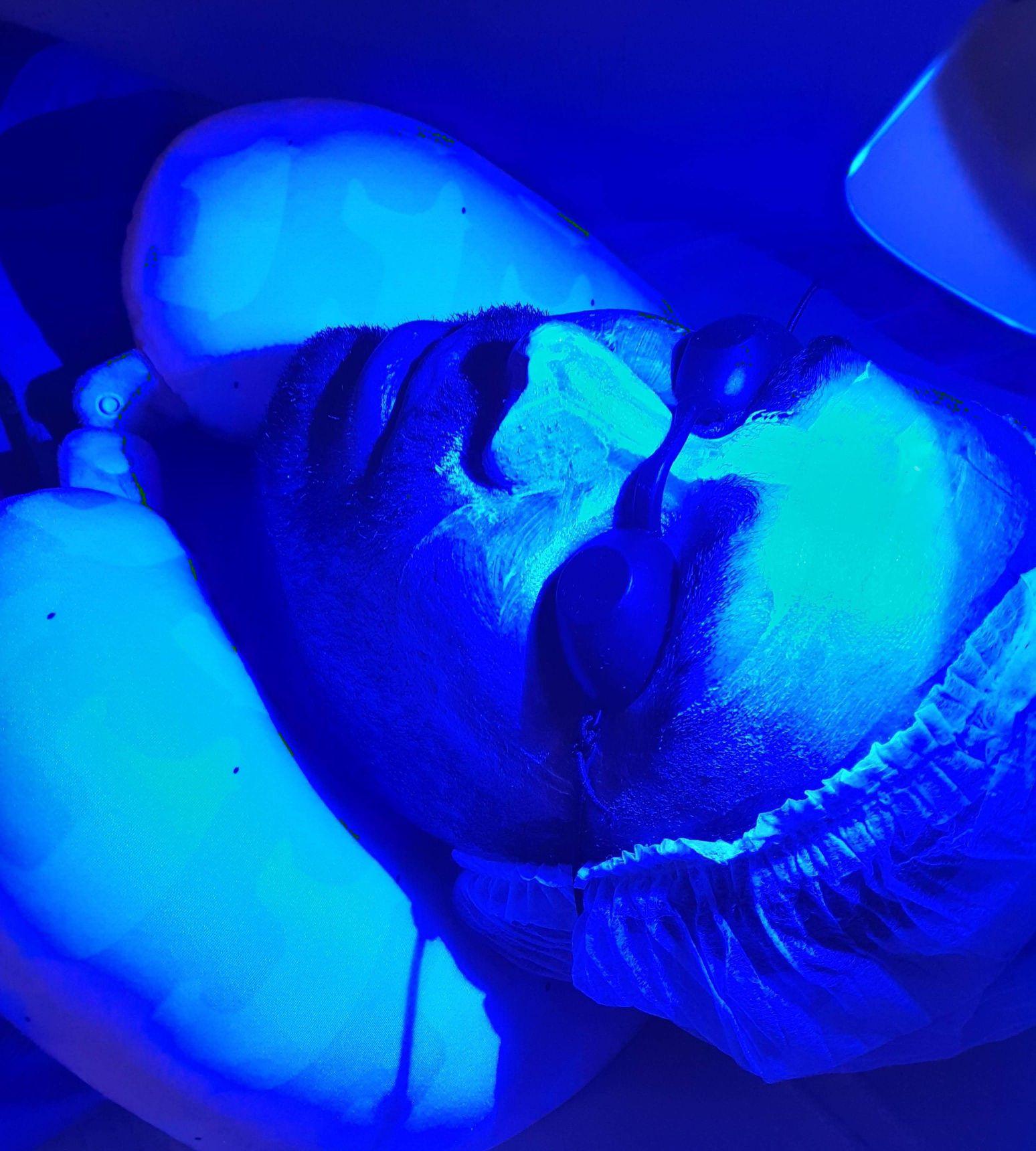 Fototerapia facial promovendo uma pele linda!