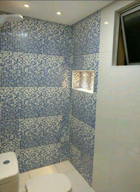 reforma de banheiro com nicho iluminado por leads