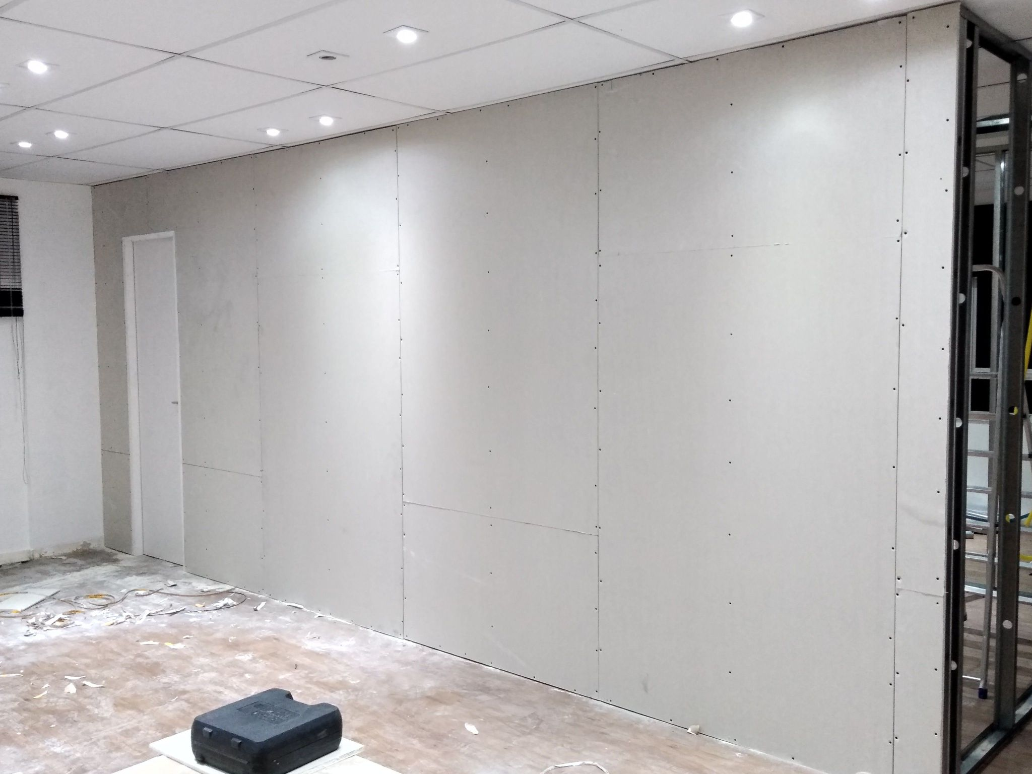 montagem de salas comerciais em drywal