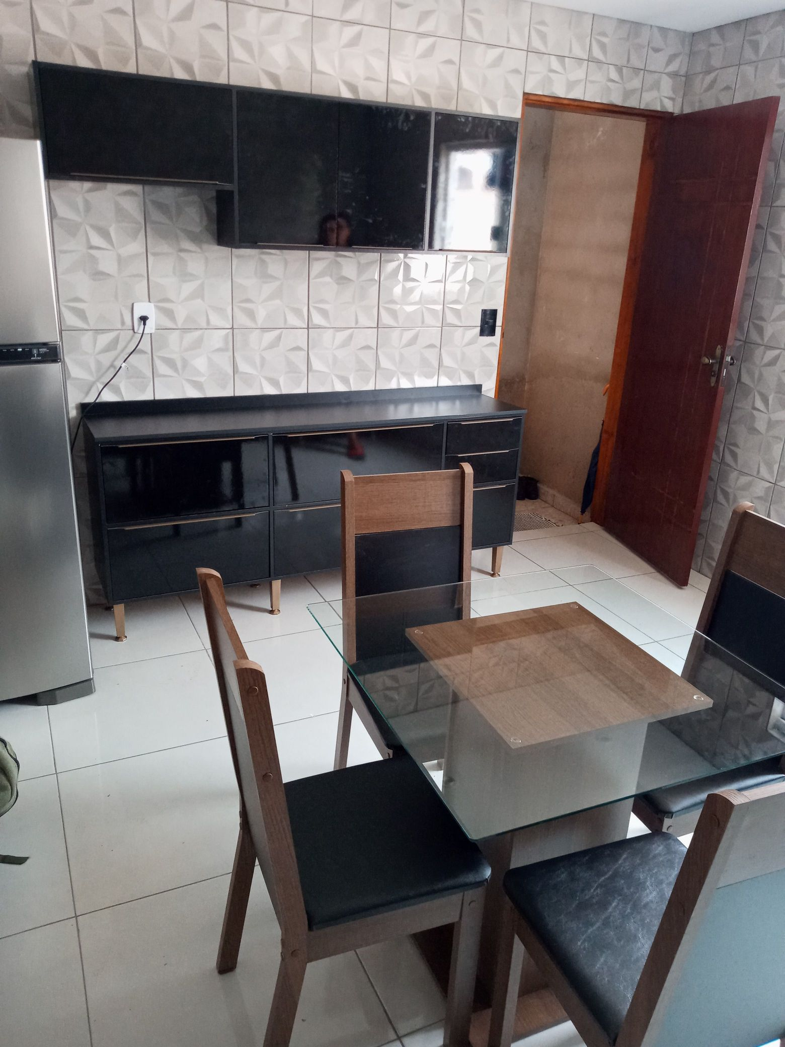 Mesa e cozinha do nosso cliente Amtônio.