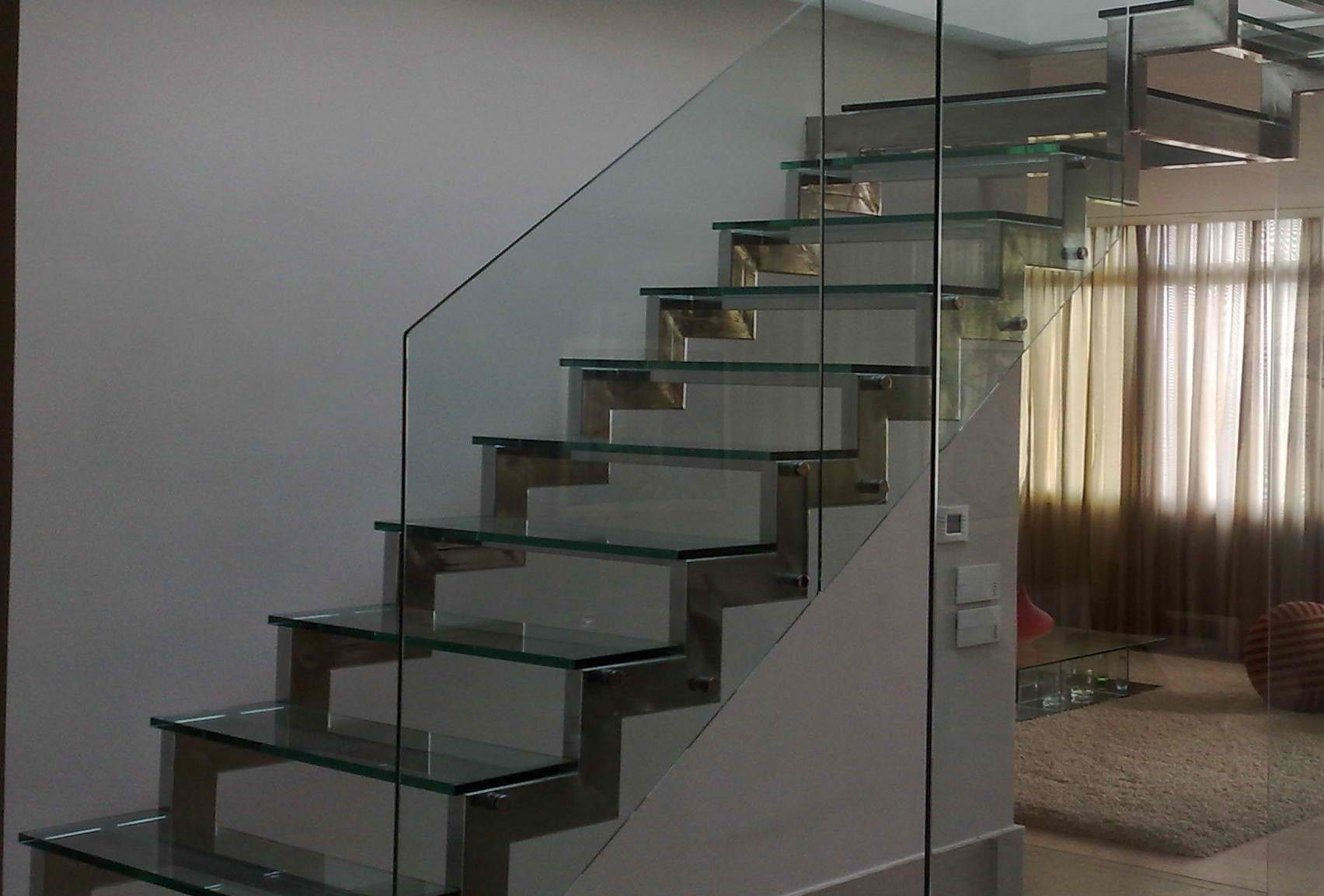escada de inox com vidro