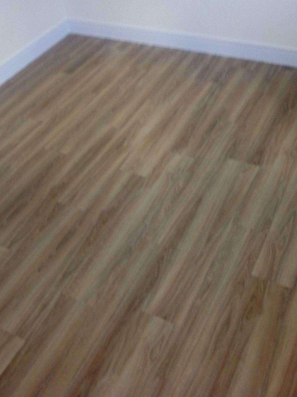 piso vinílico colado