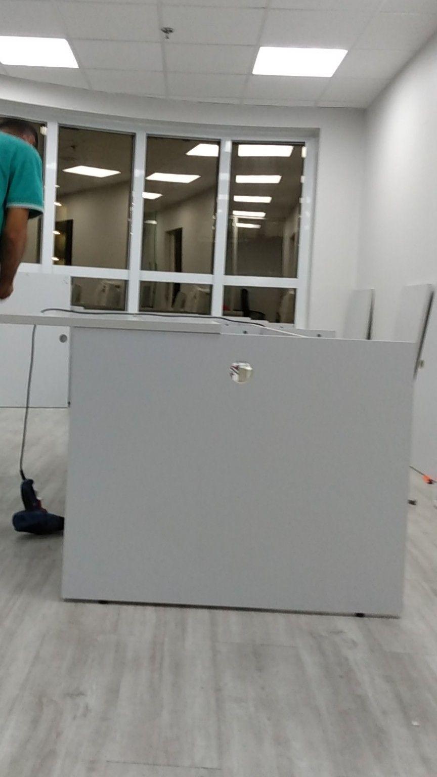 montagem baia de escritório