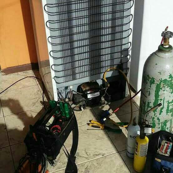 Conserto de geladeira doméstica