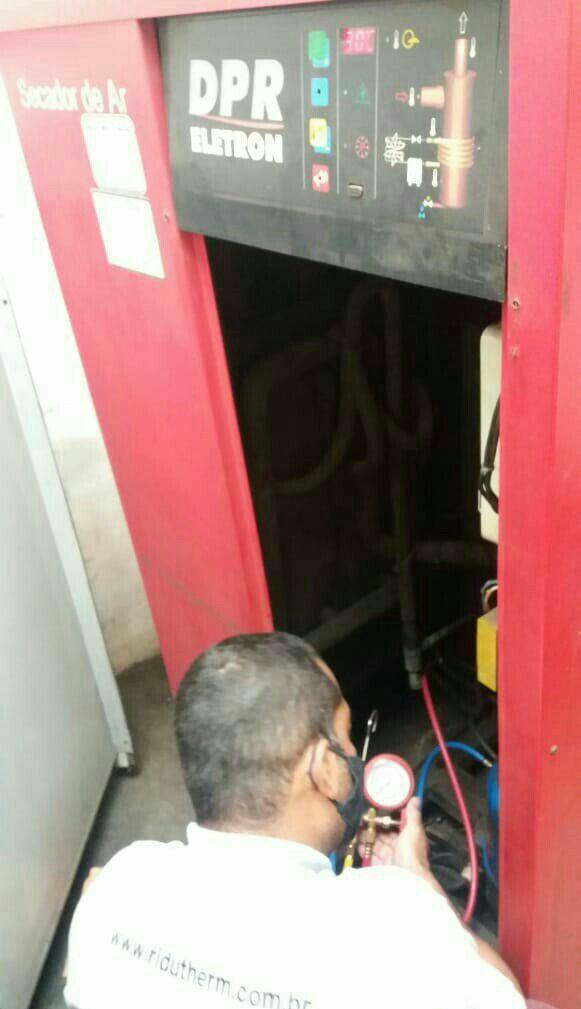 Manutenção em Secador de Ar Comprimido.