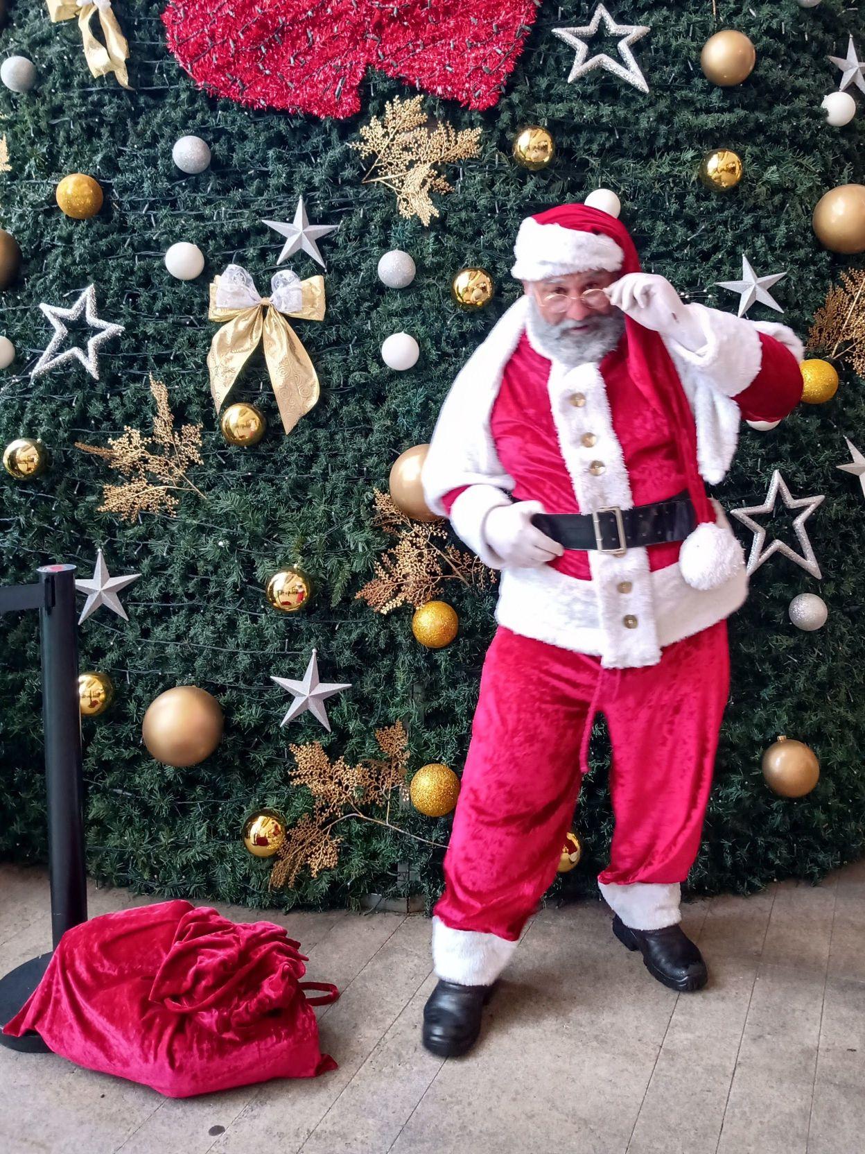 Papai Noel figurino.