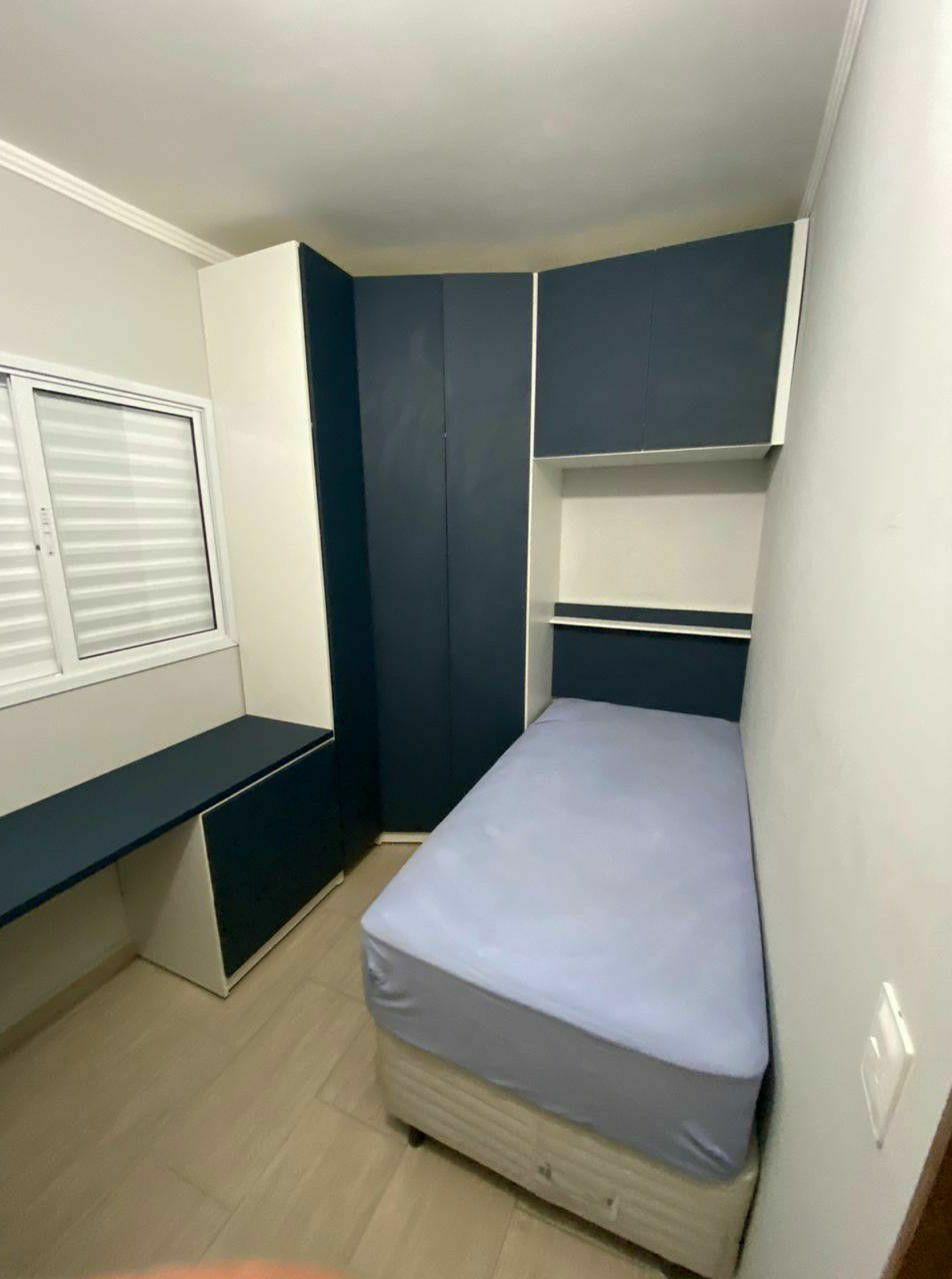 quarto completo com bancada para home office