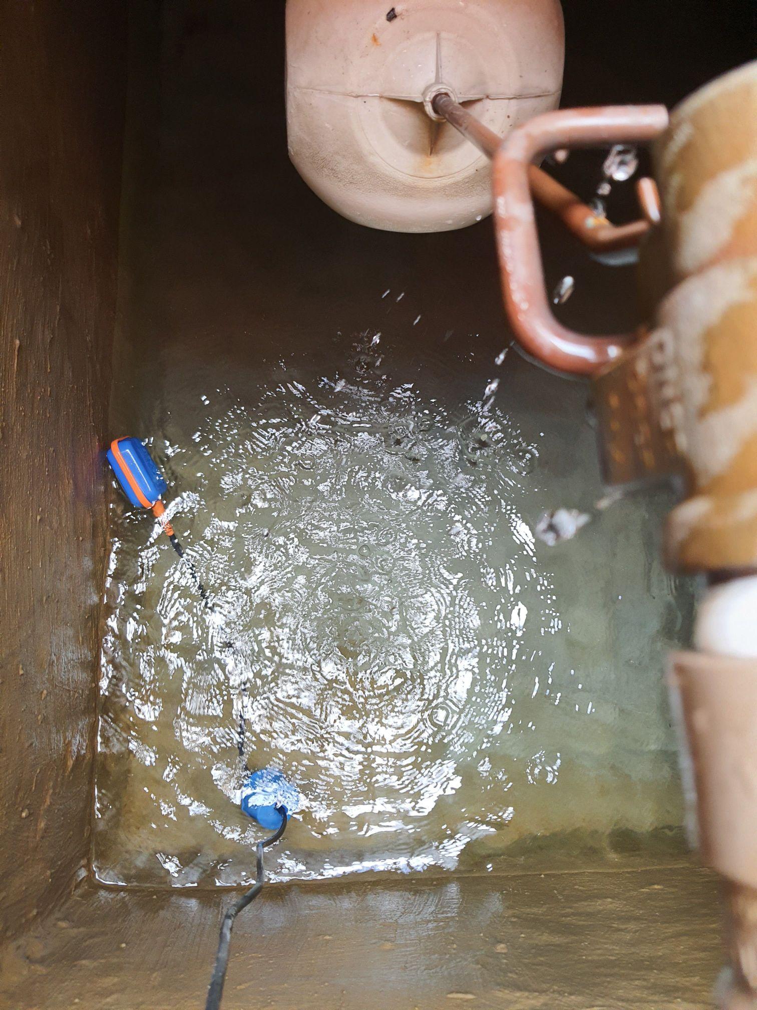 Caixa dagua do predio após limpeza
