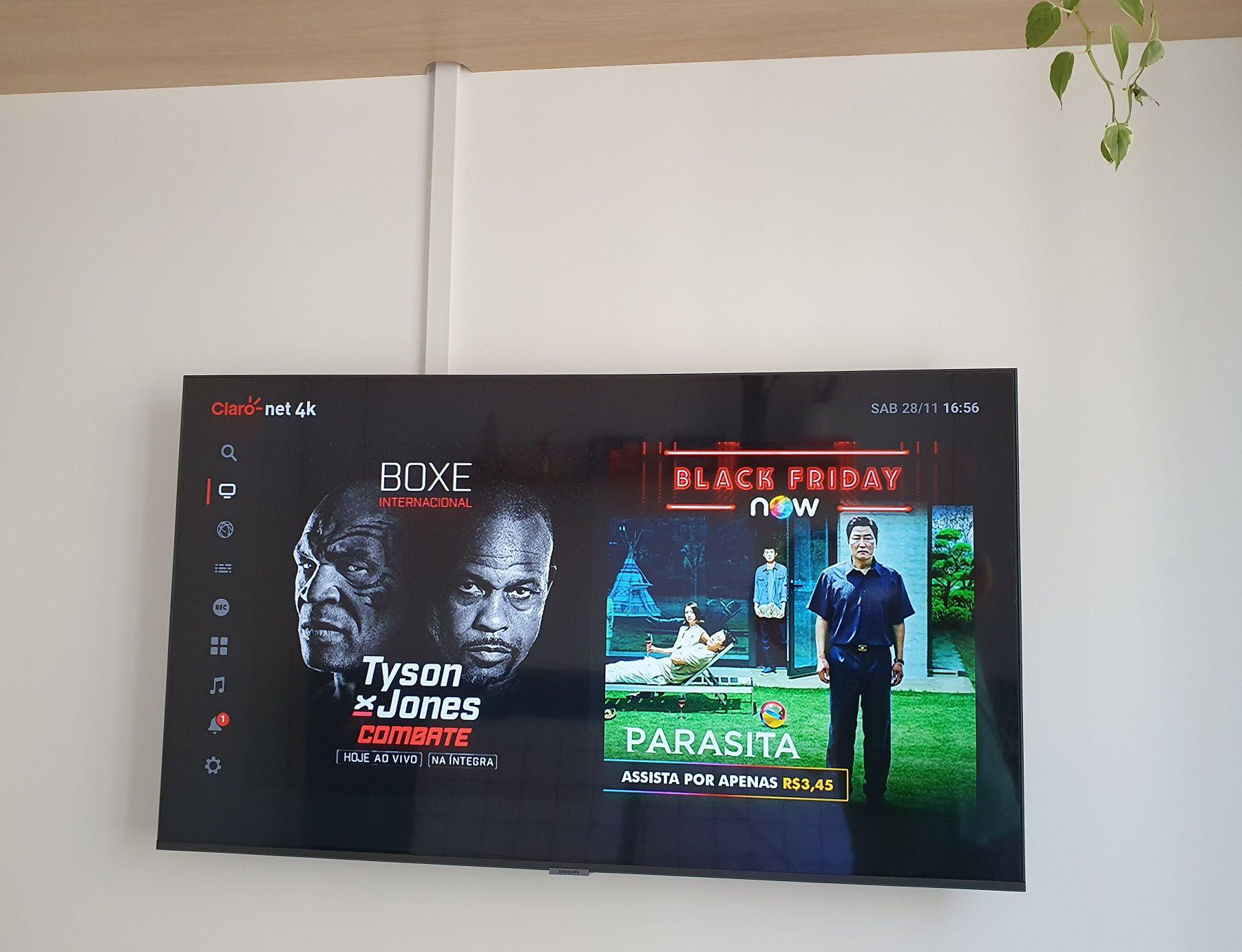 Instalação de TV em suporte de parede