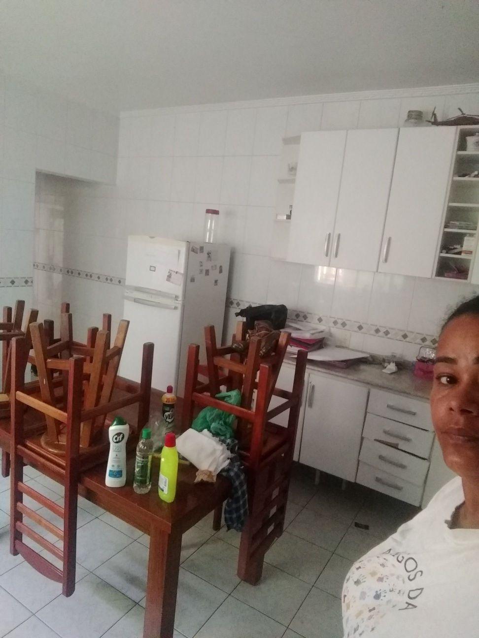 começando limpeza na cozinha