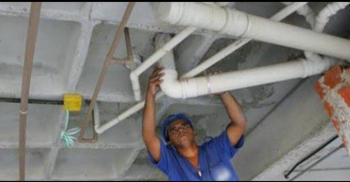 serviço de instalações sanitárias