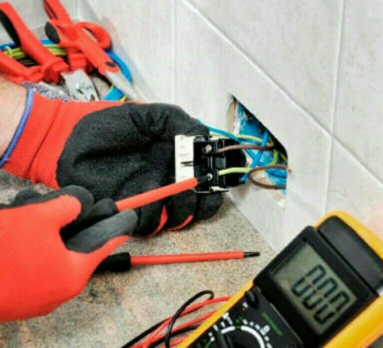manutenção em interruptores e tomadas