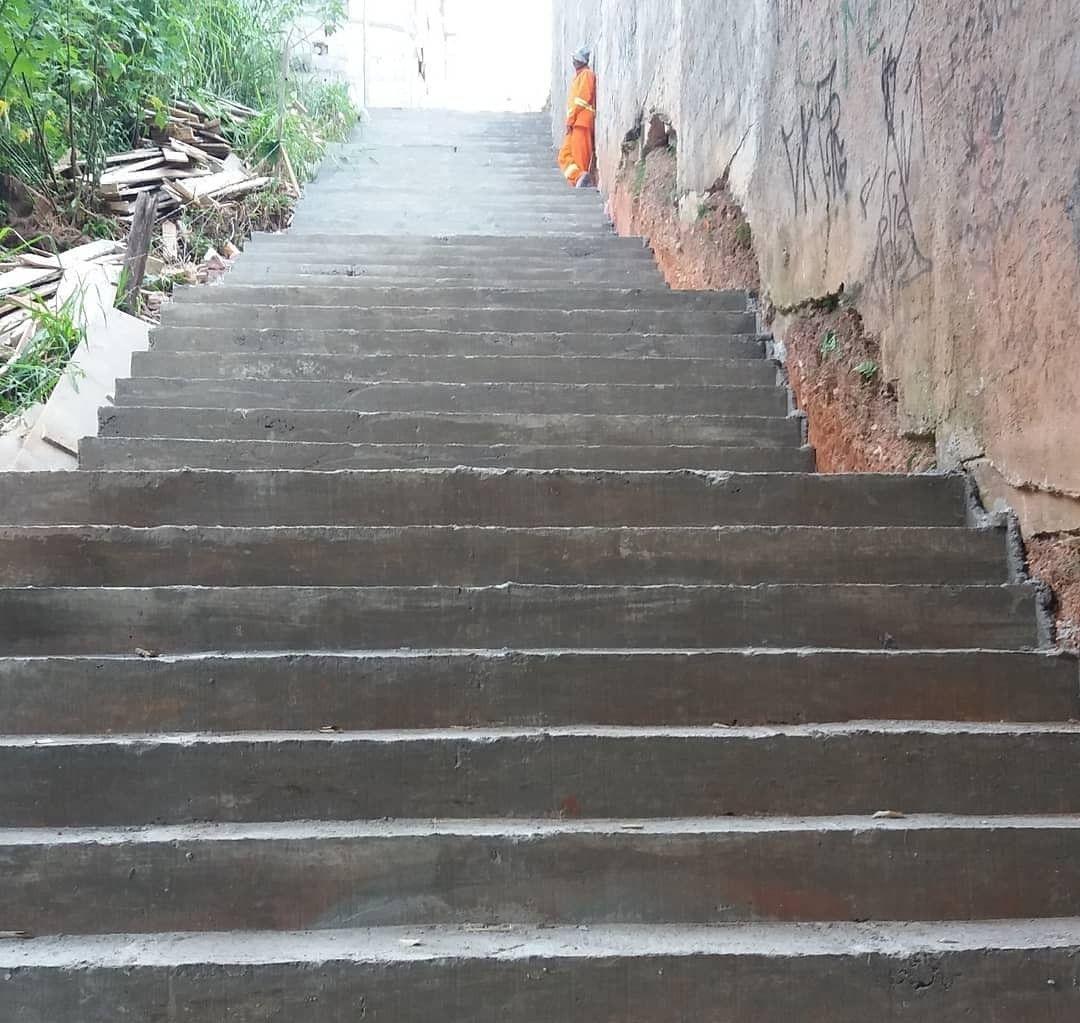 escadaria cheia