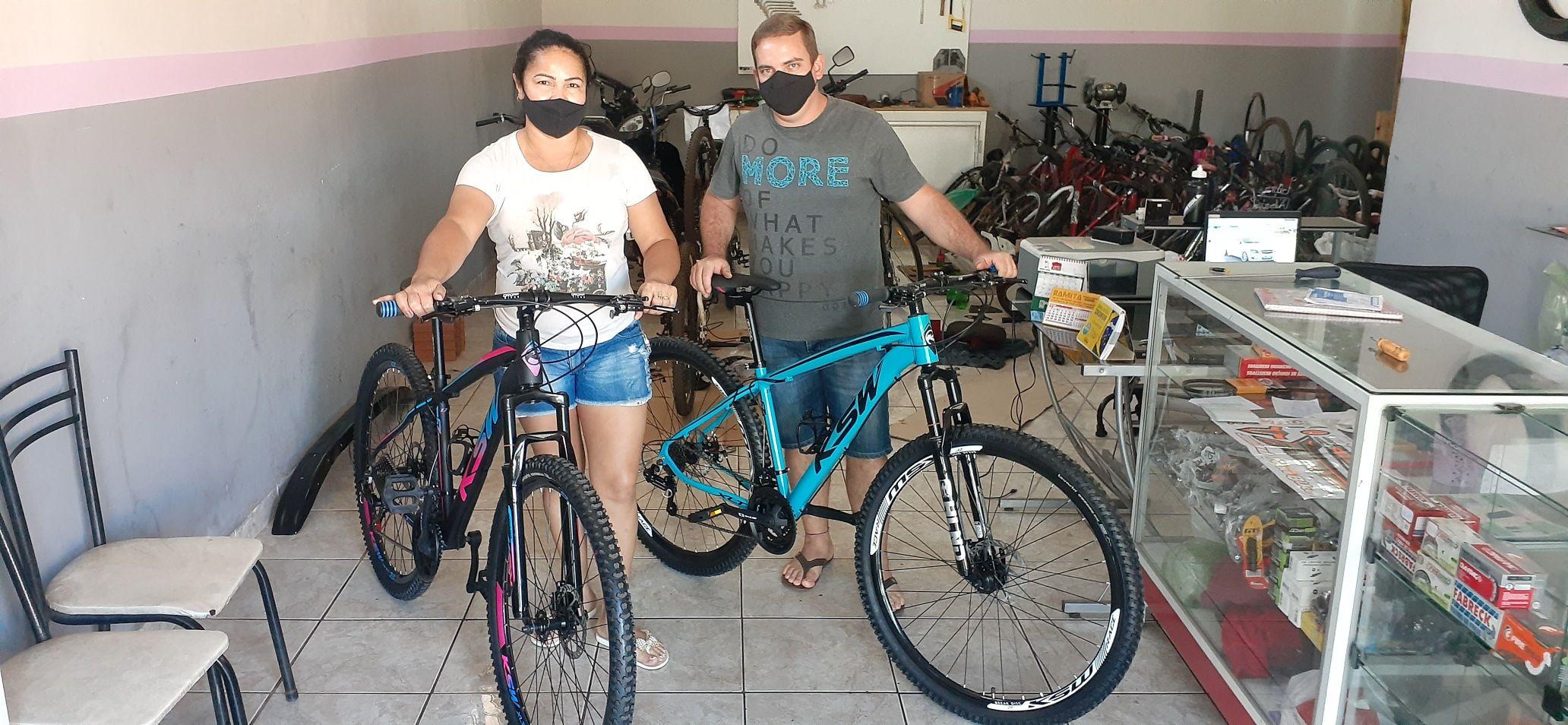 Manutenção completa e lavagem das bike casal feliz