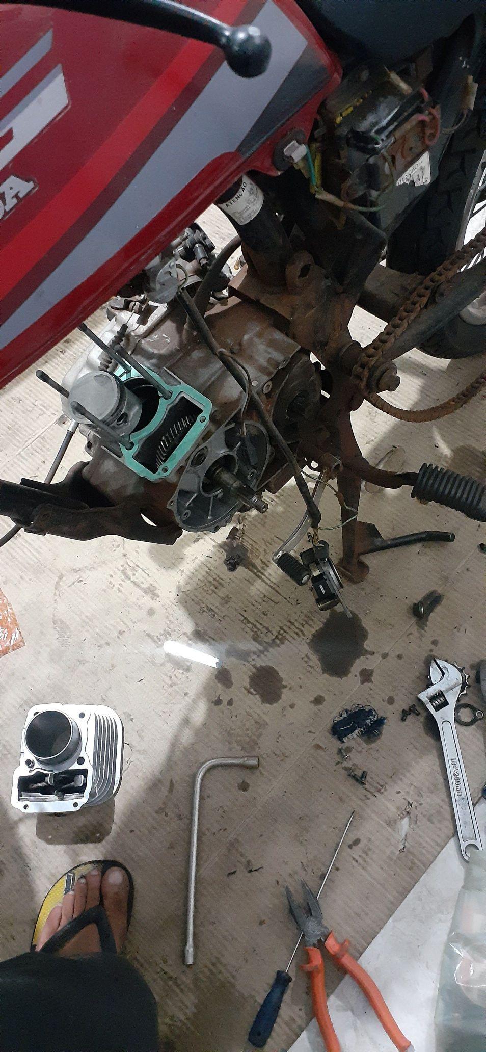 Montagem do motor e retirada de vazamentos 🛠🏍