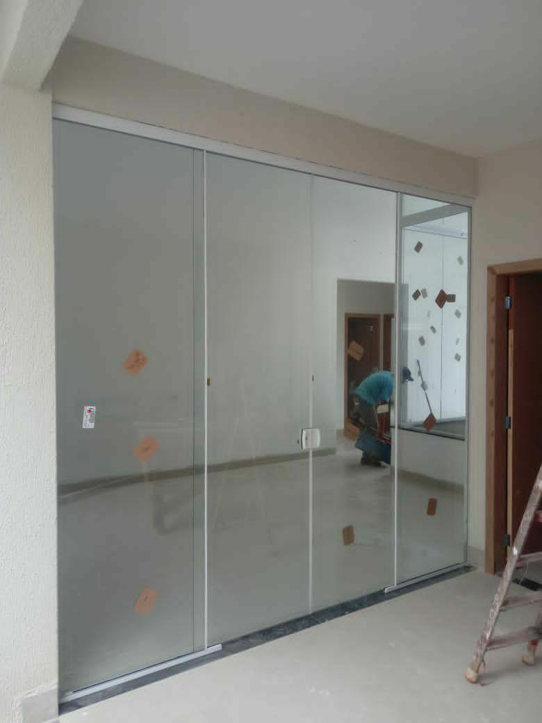 instalação de porta de vidro de correr
