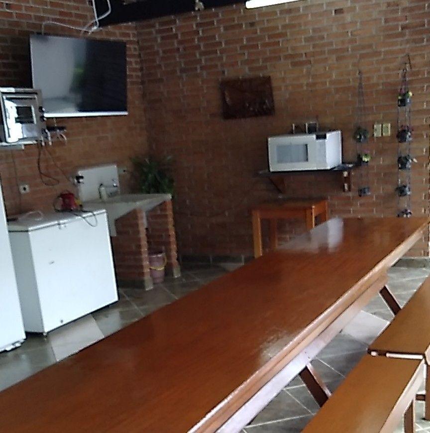 tijolos impermiabizados mesas cadeiras vernizadas