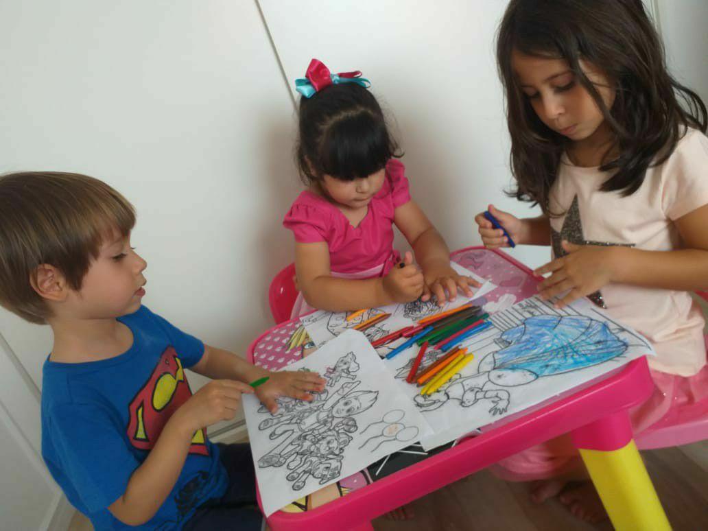 Desenhando e Colorindo