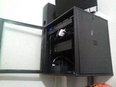 Montagem de Rack com Servidor de Sistema ERP