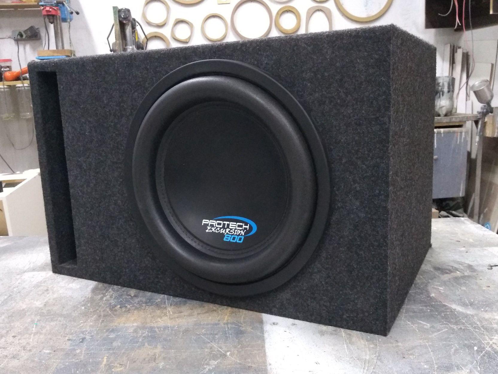Caixa acústica de 12', retangular com duto régua
