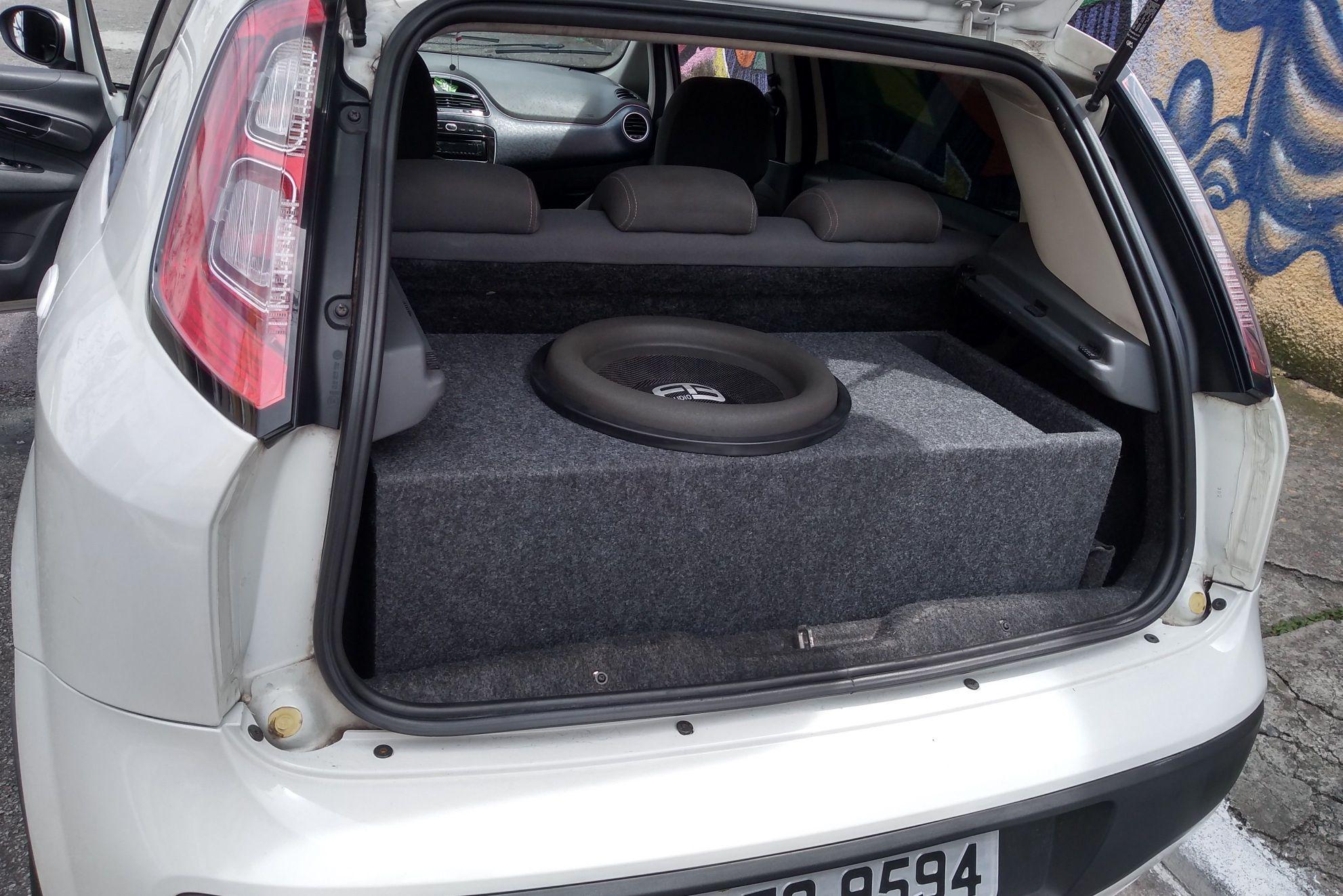 caixa de 15 polegadas no Fiat Punto