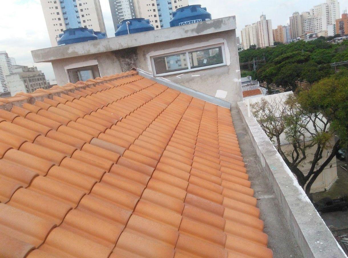 telhado com calha de cimento