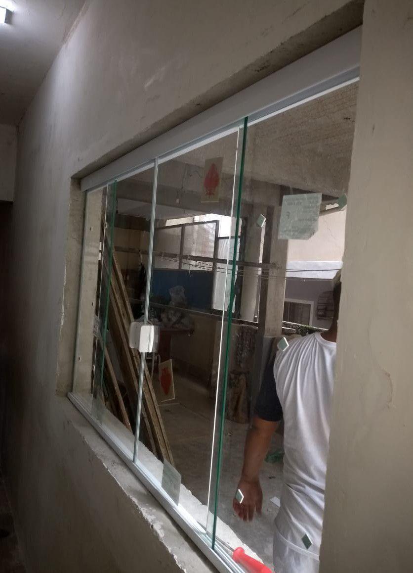 abertura de janela de vidro