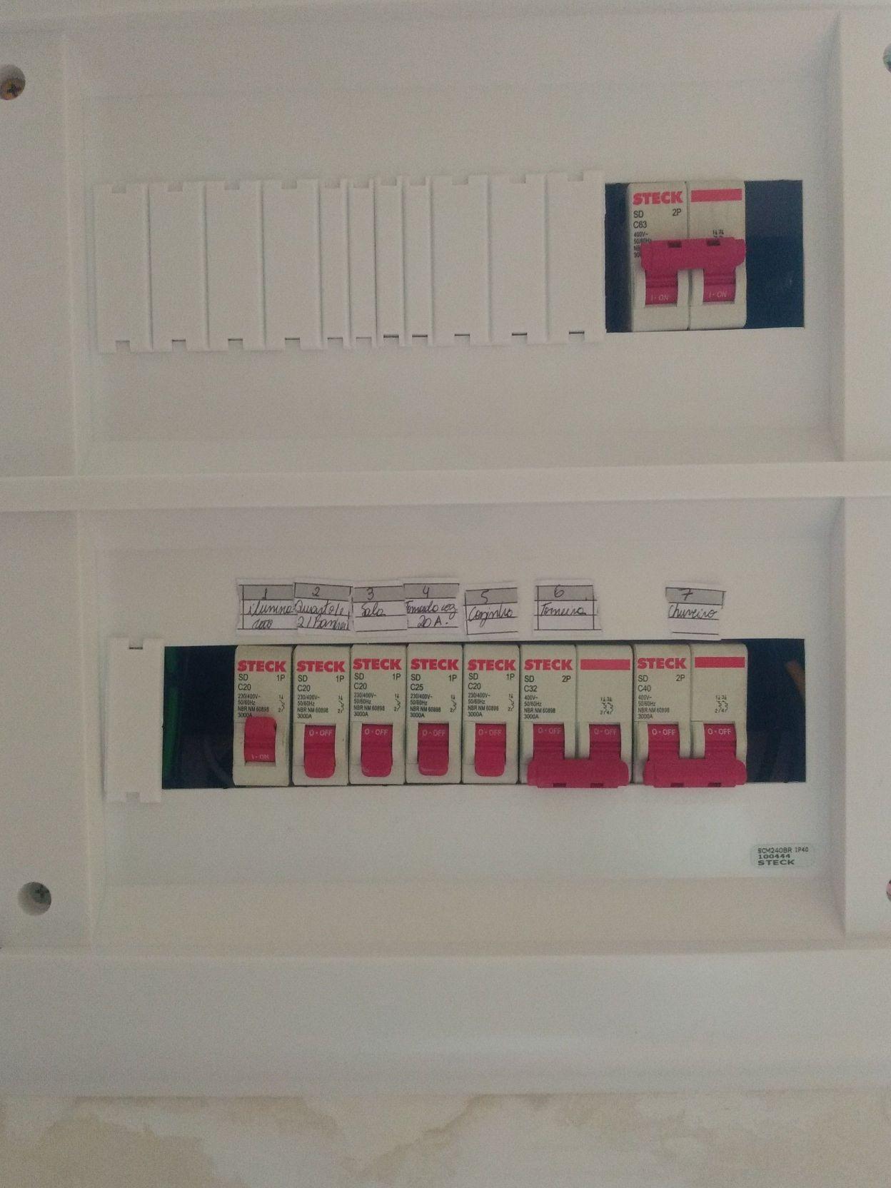 instalação de cabos elétricos e troca de disjuntor