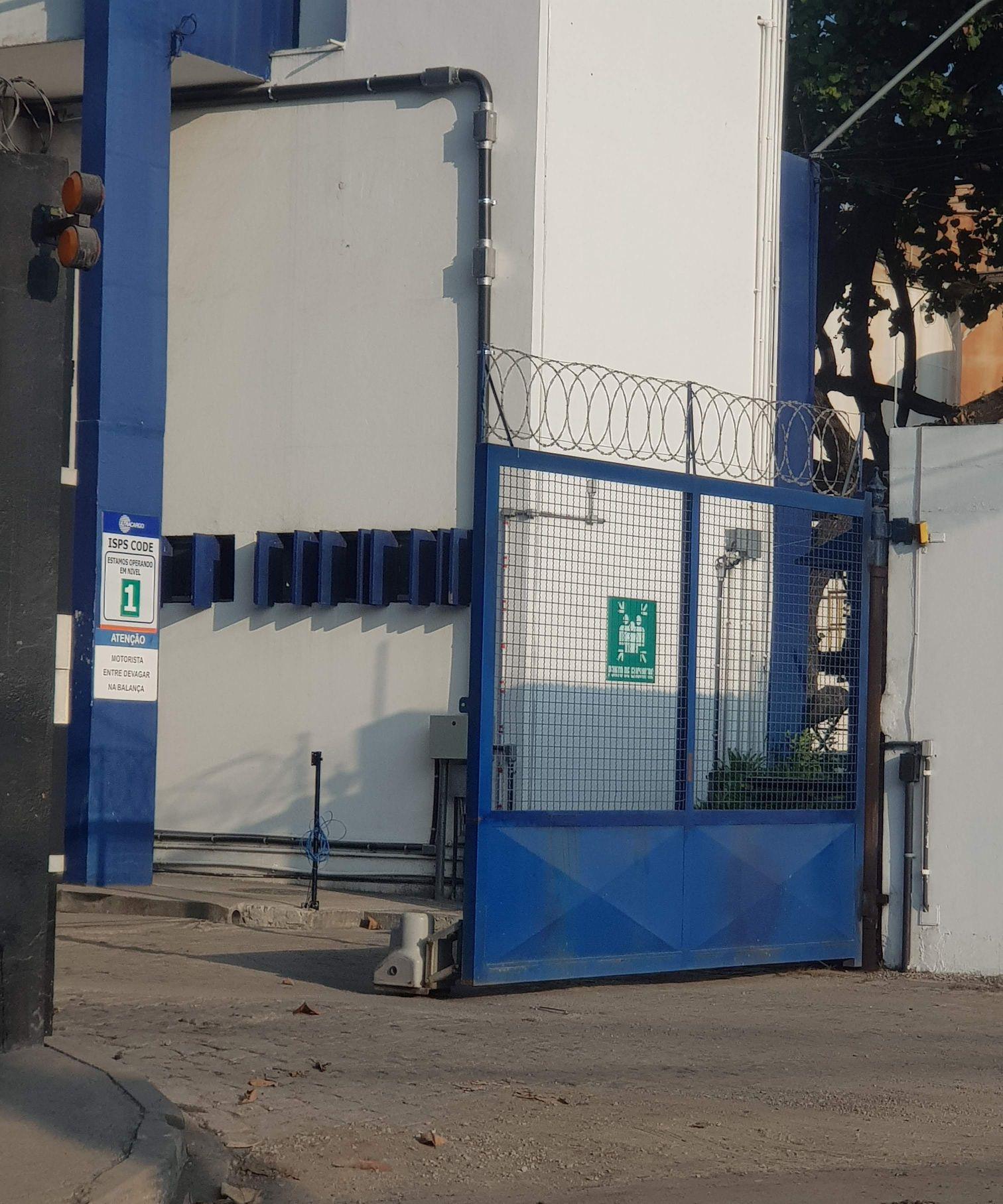 portão automatizado com motor do tipo roda