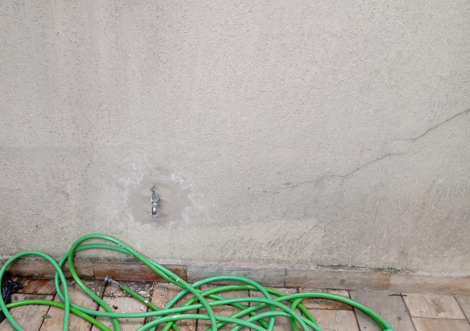 reparo e acabamento na torneira do quintal