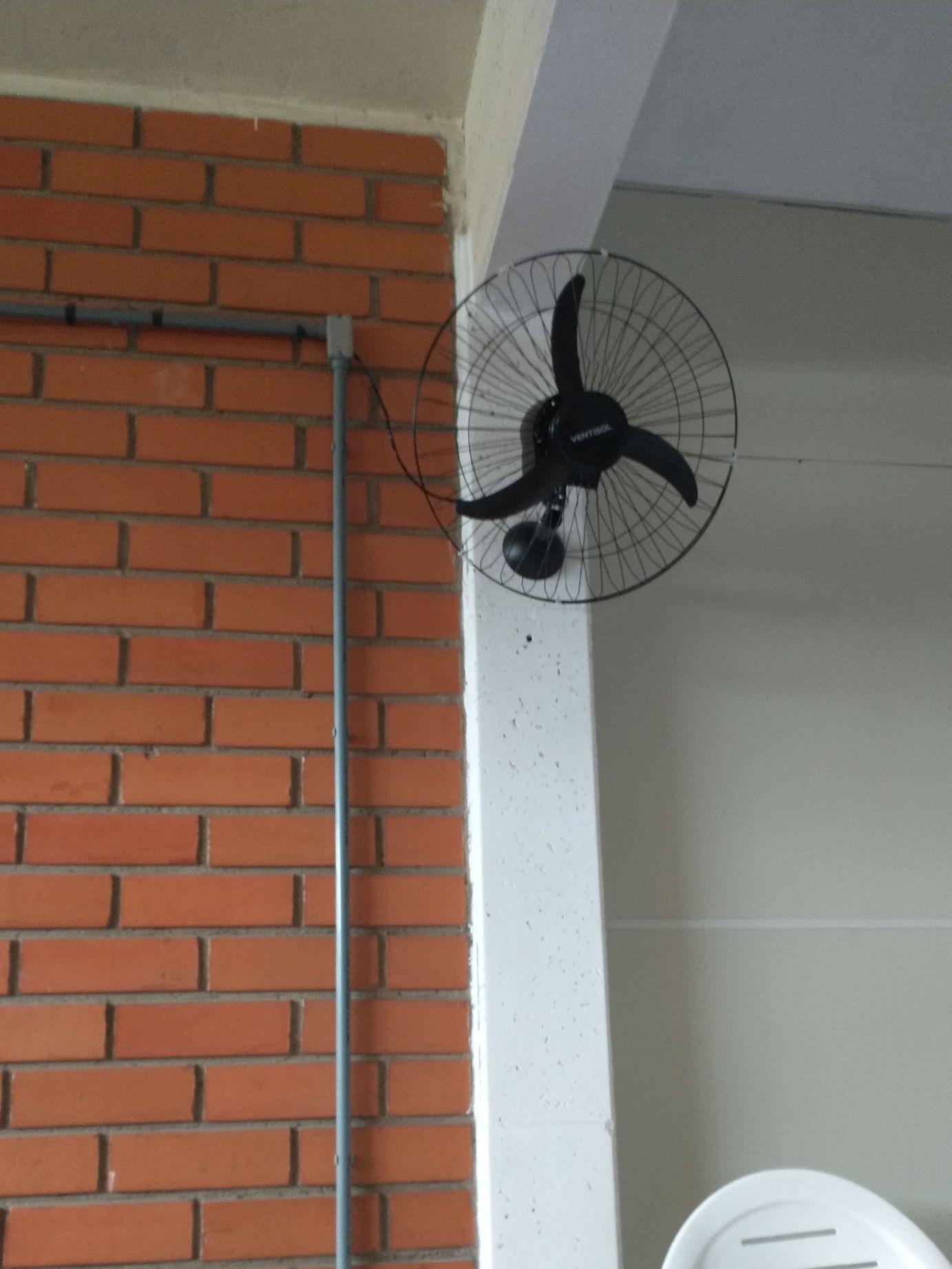 instalação de ventilador de parede