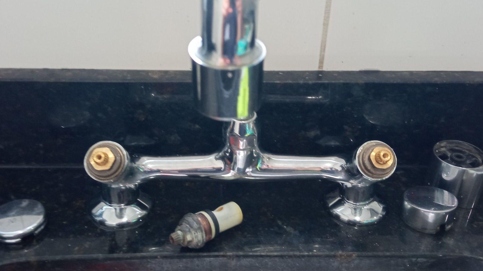 manutenção e torneira