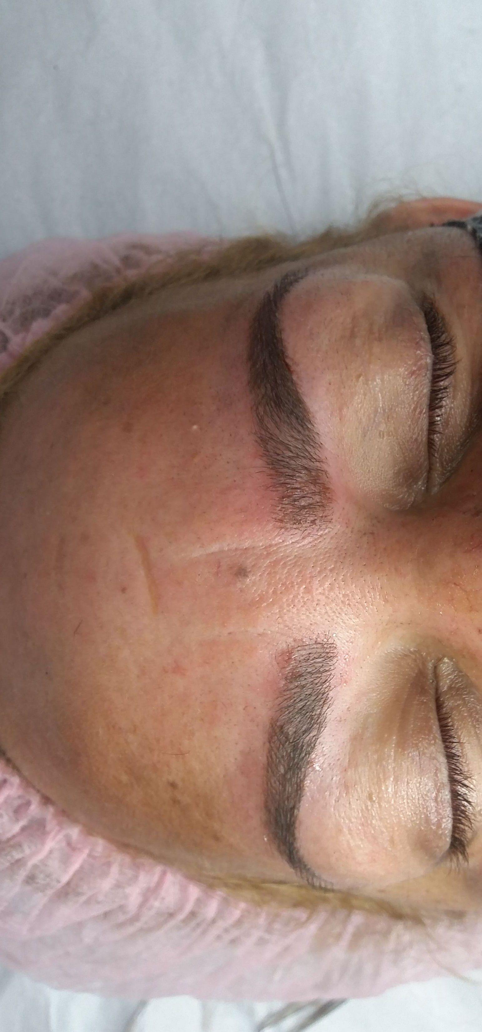 designer de sobrancelhas e microblanding