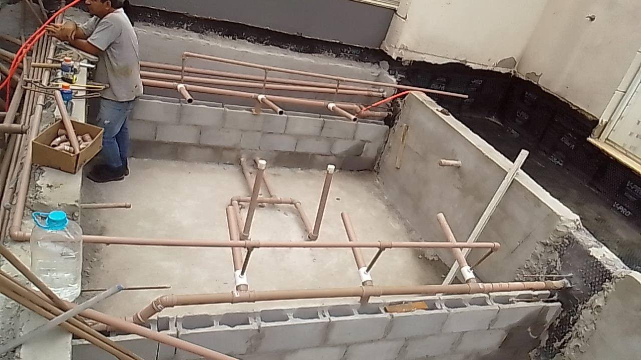 montagem da hidráulica de uma piscina e spar