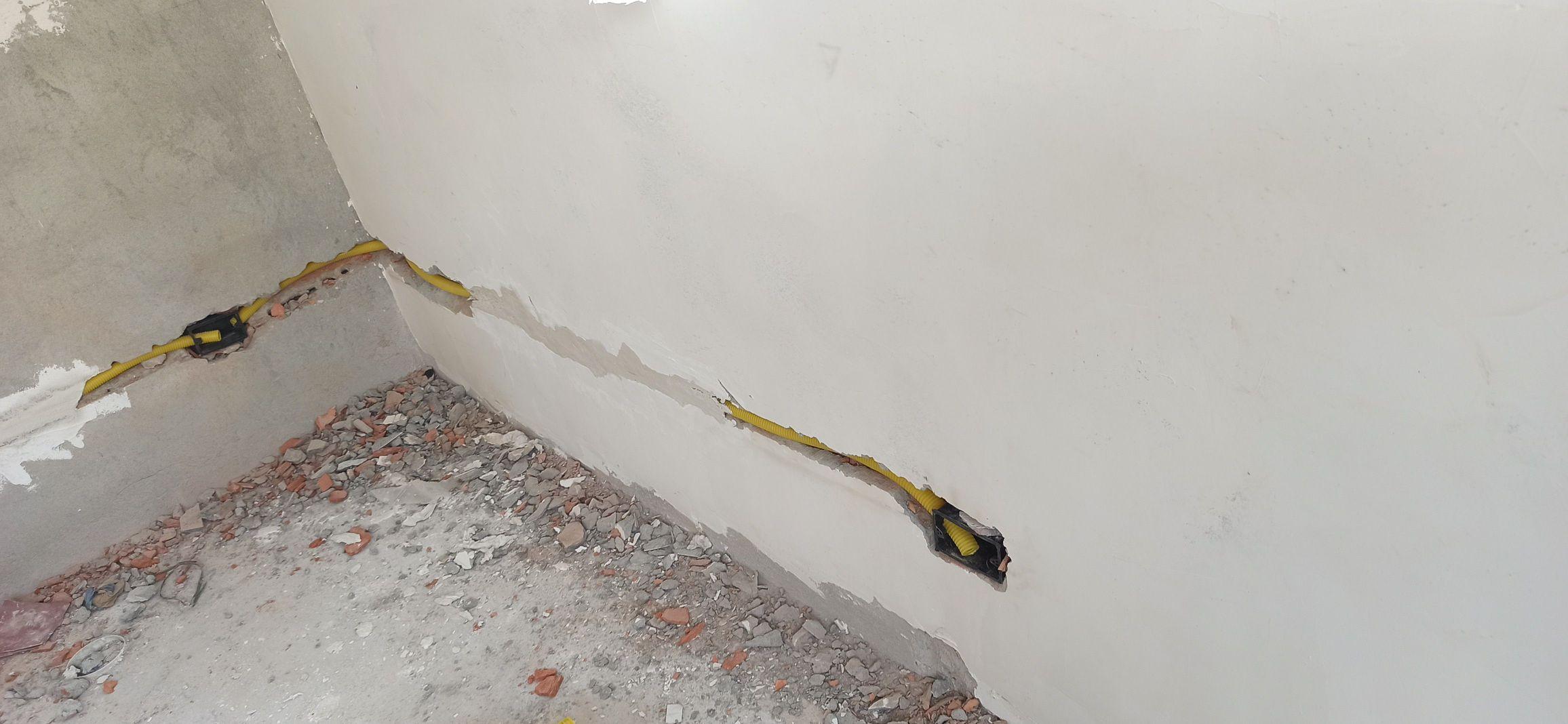 Passagem de dutos corrugados.