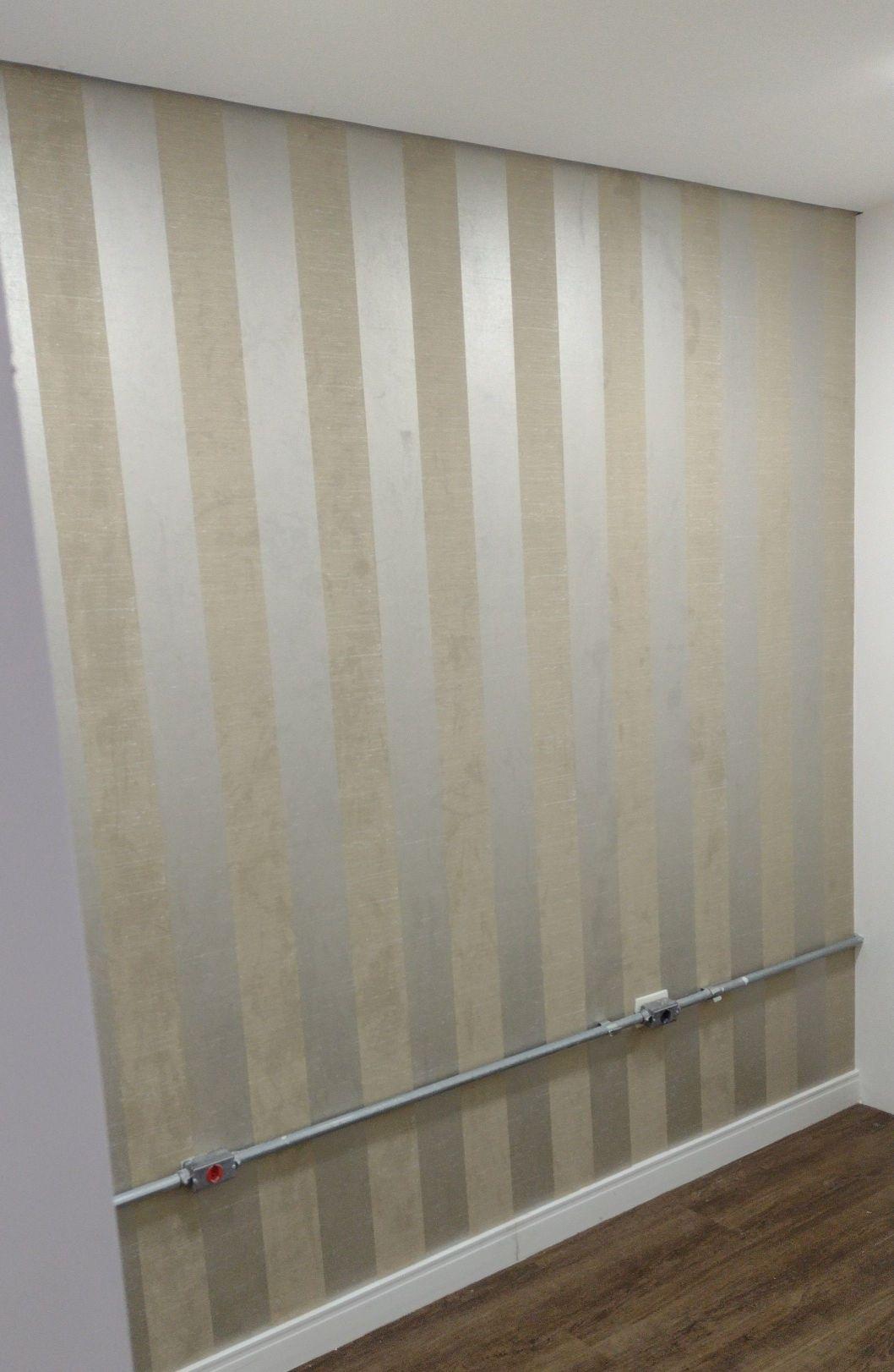 instalação papel de parede em sala de atendimento