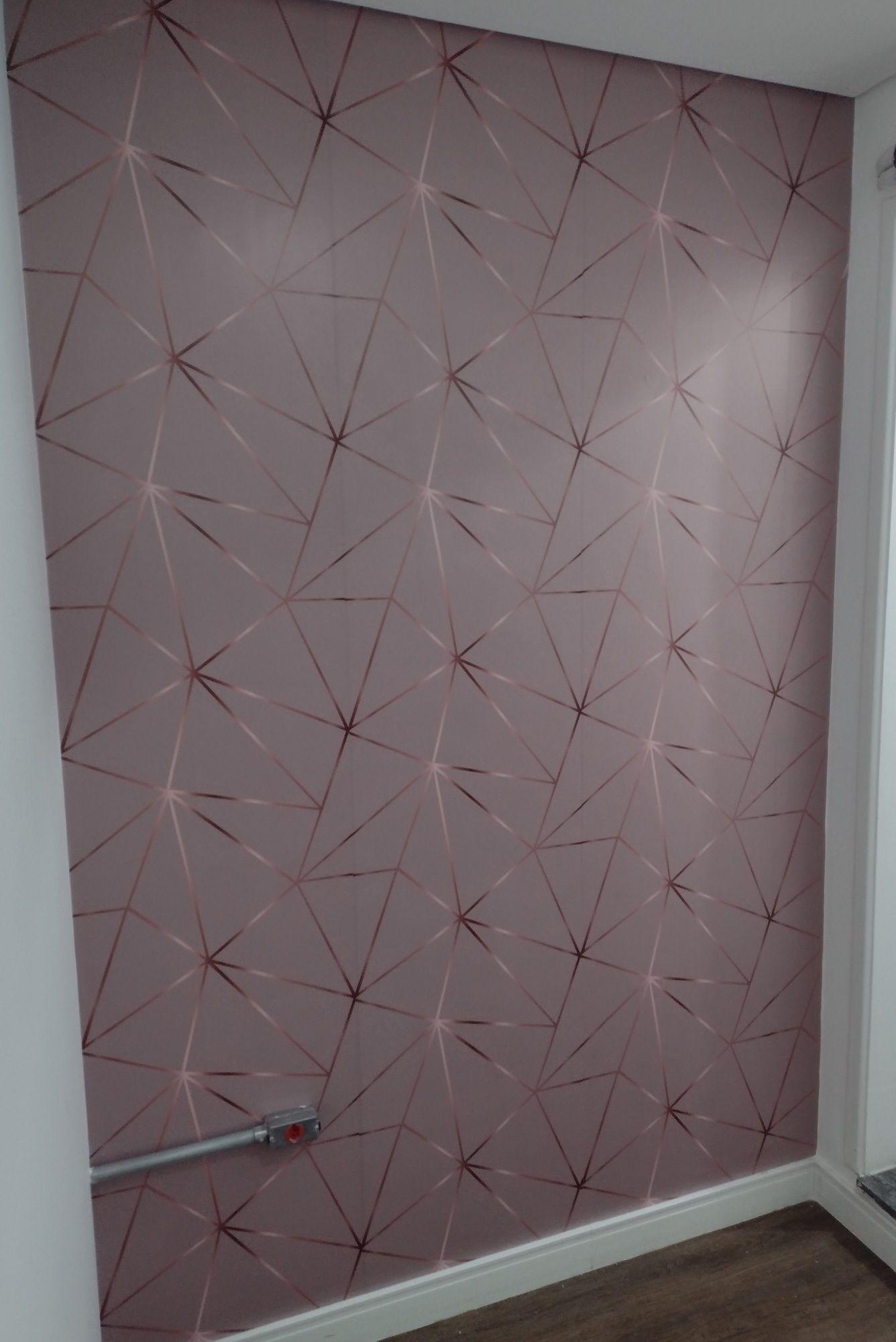 instalação de adesivo em parede