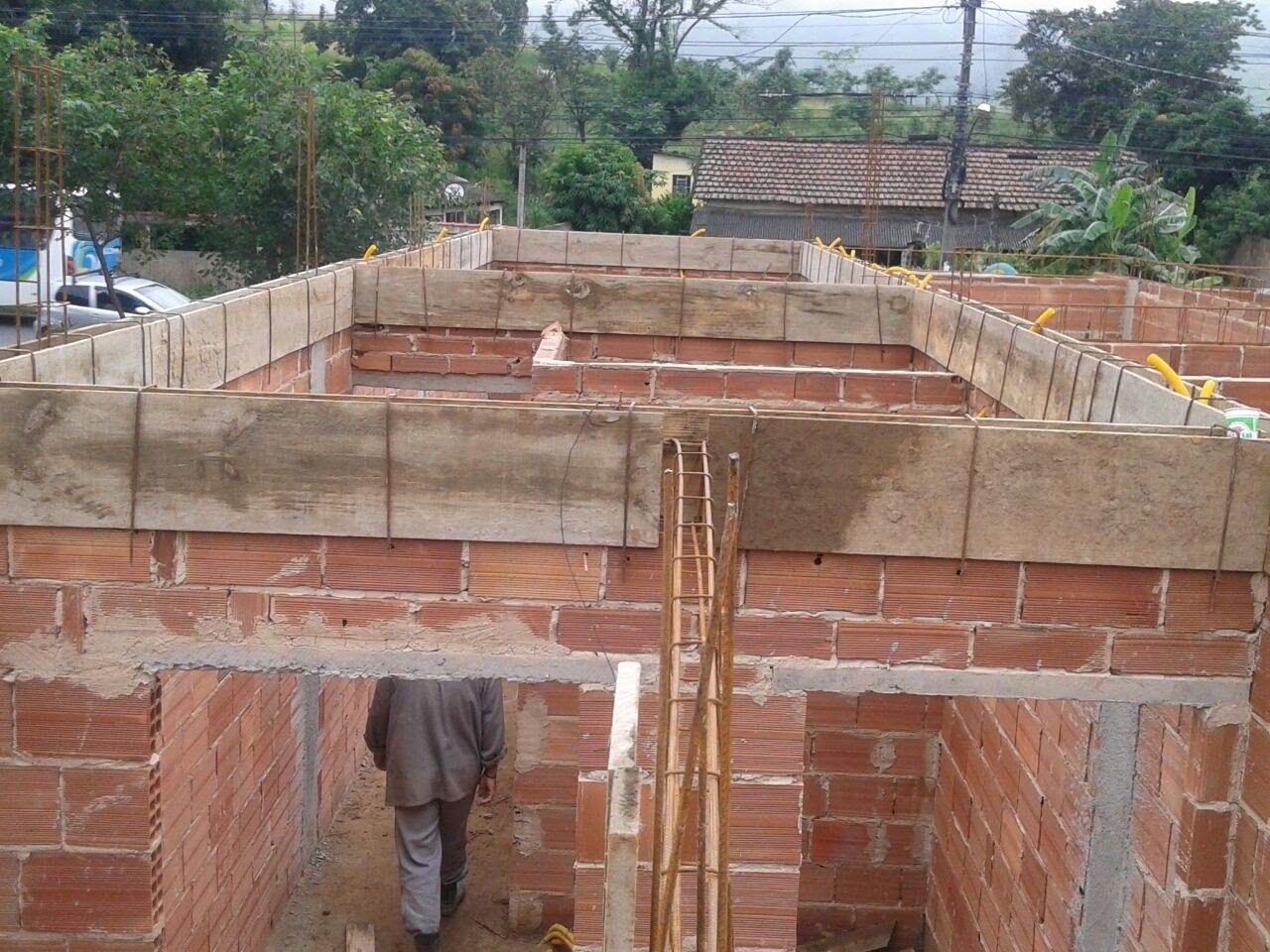 dá fundação ao telhado